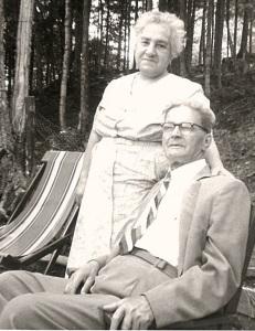 Sitti-Jiddi seated outdoors